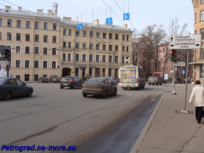 Петроградская. Перекрёсток Большой Пушкарской и Съезжинской улиц.