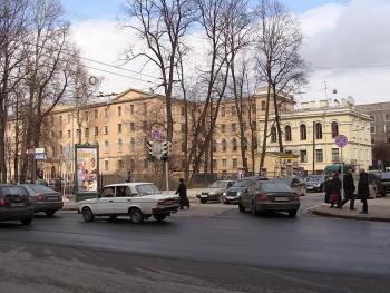 Петроградская. Угол Большой Монетной и Каменноостровского проспекта