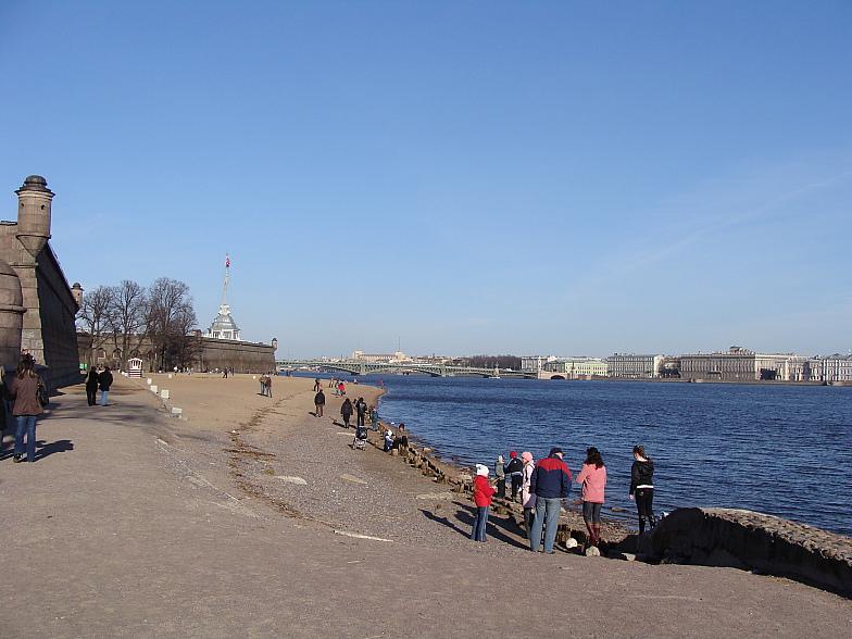 Пляж Петропавловской крепости. Апрель 2008 г.