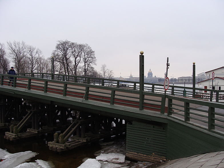 Горбатый мостик через Кронверский пролив.